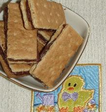 Super Easy Graham Cracker Sandwiches