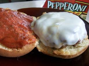 2bleus Pepperoni Pizza Burgers