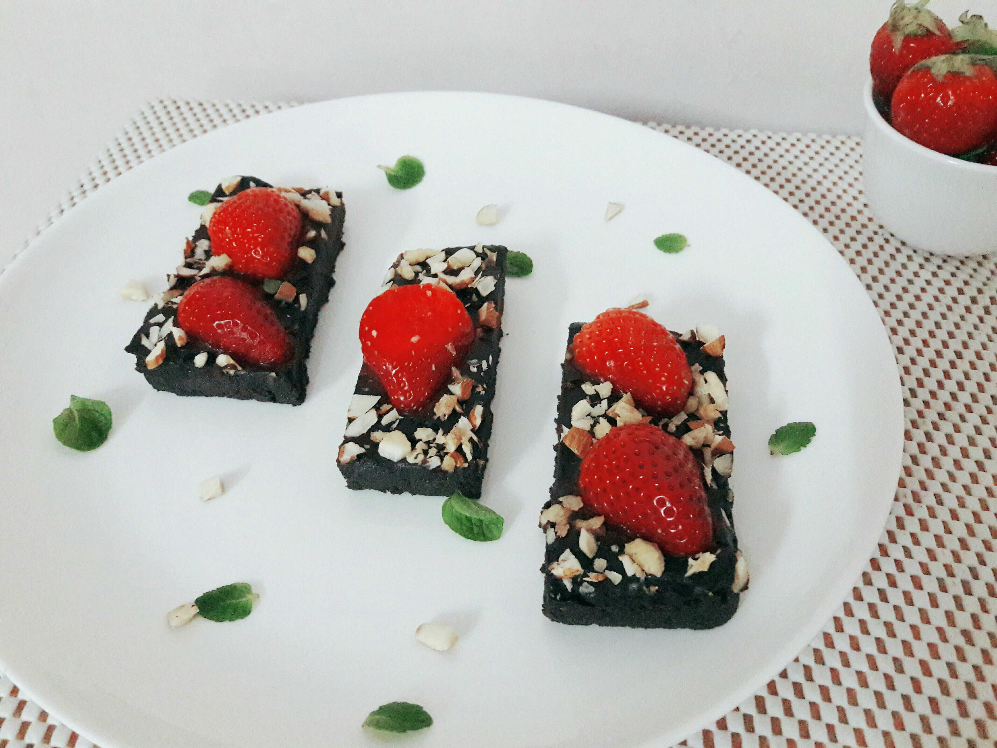 No Bake Chocolate Strawberry Bars
