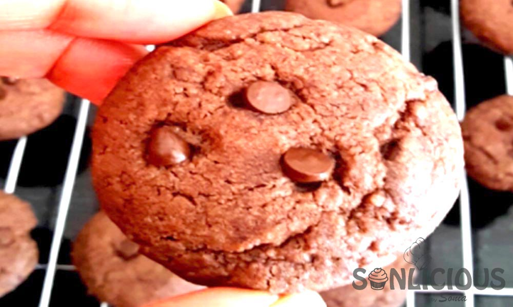 How to quickly make Eggless Choco Chip Cookies