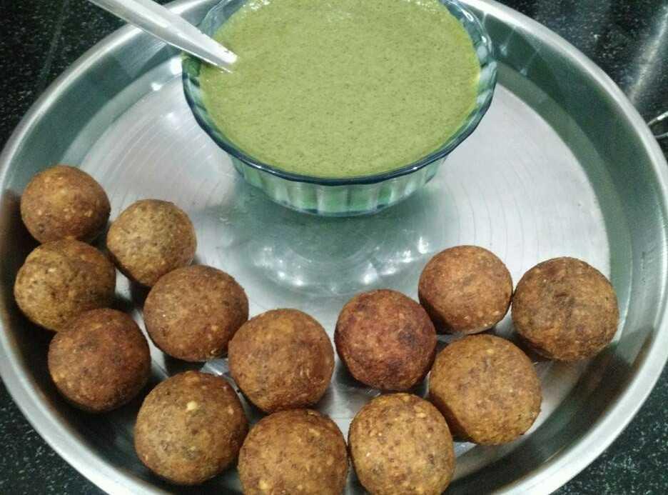 Desi Chana Kabab With Curd Coriander Chutney