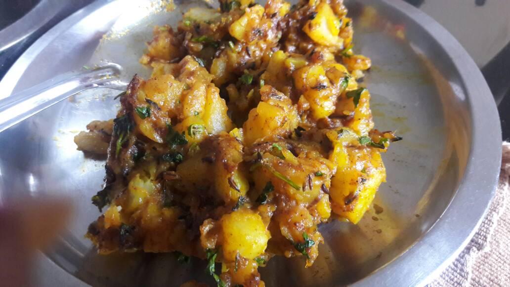 Urulakizhangu mezhukkupuratti (Potato Stir Fry)