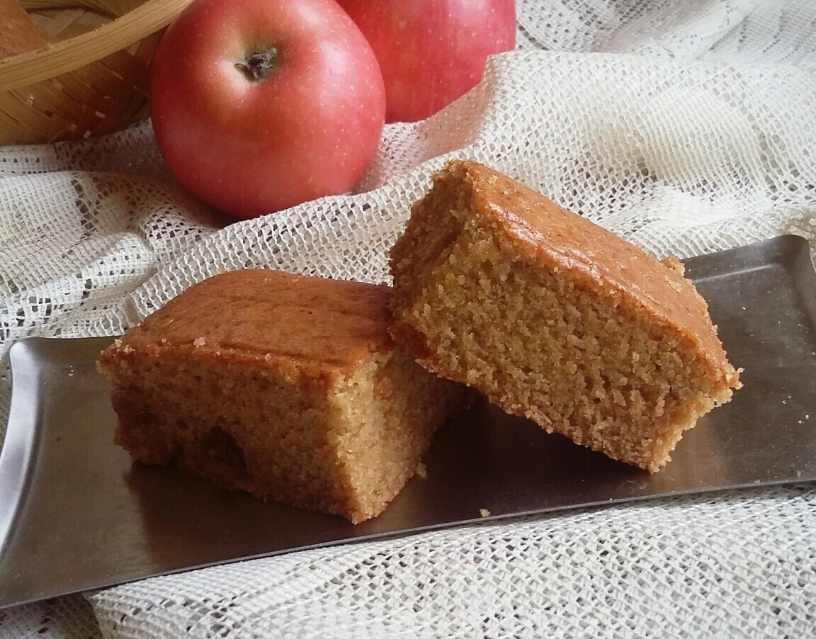 eggless whole wheat apple raisins cake