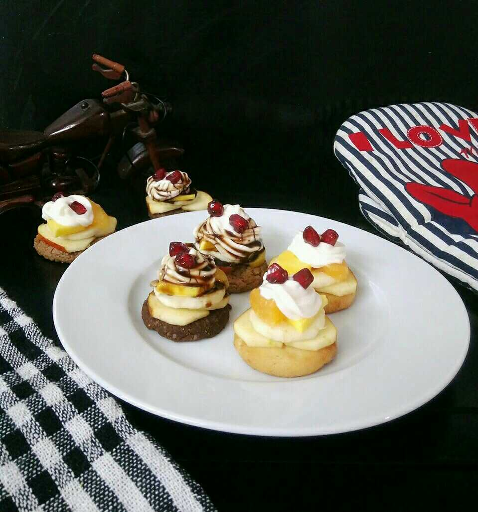 Biscuit Fruit Canapes