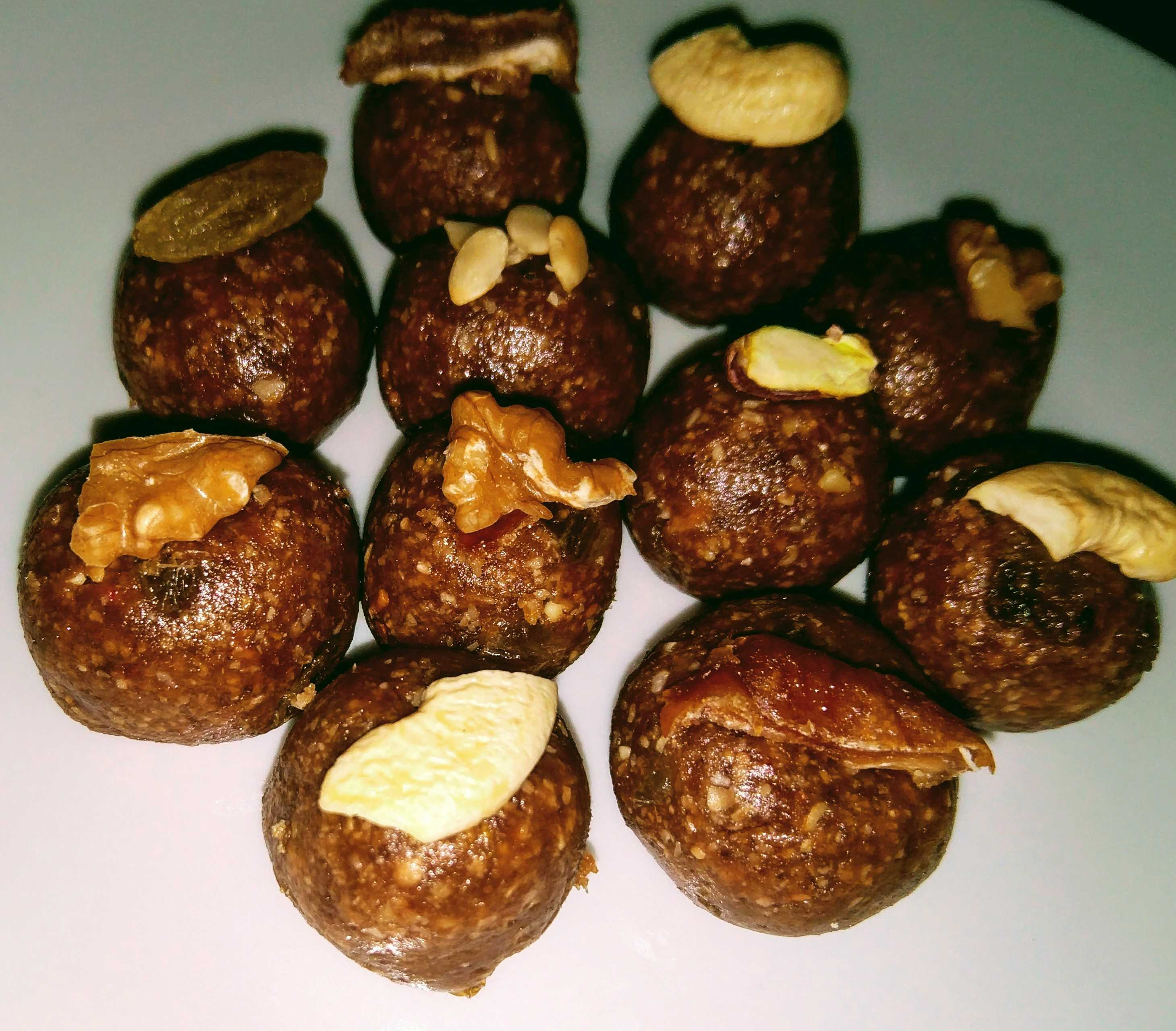 Dry fruits,Dates And Chocolate Oats Ladoo