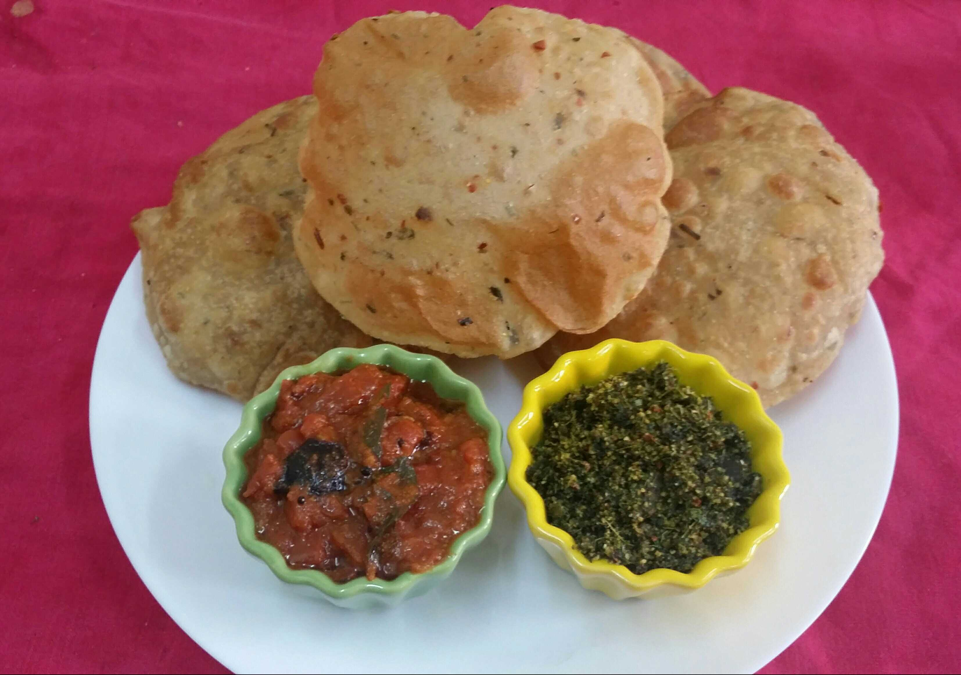 Jowar and Wheat Masala Pooris