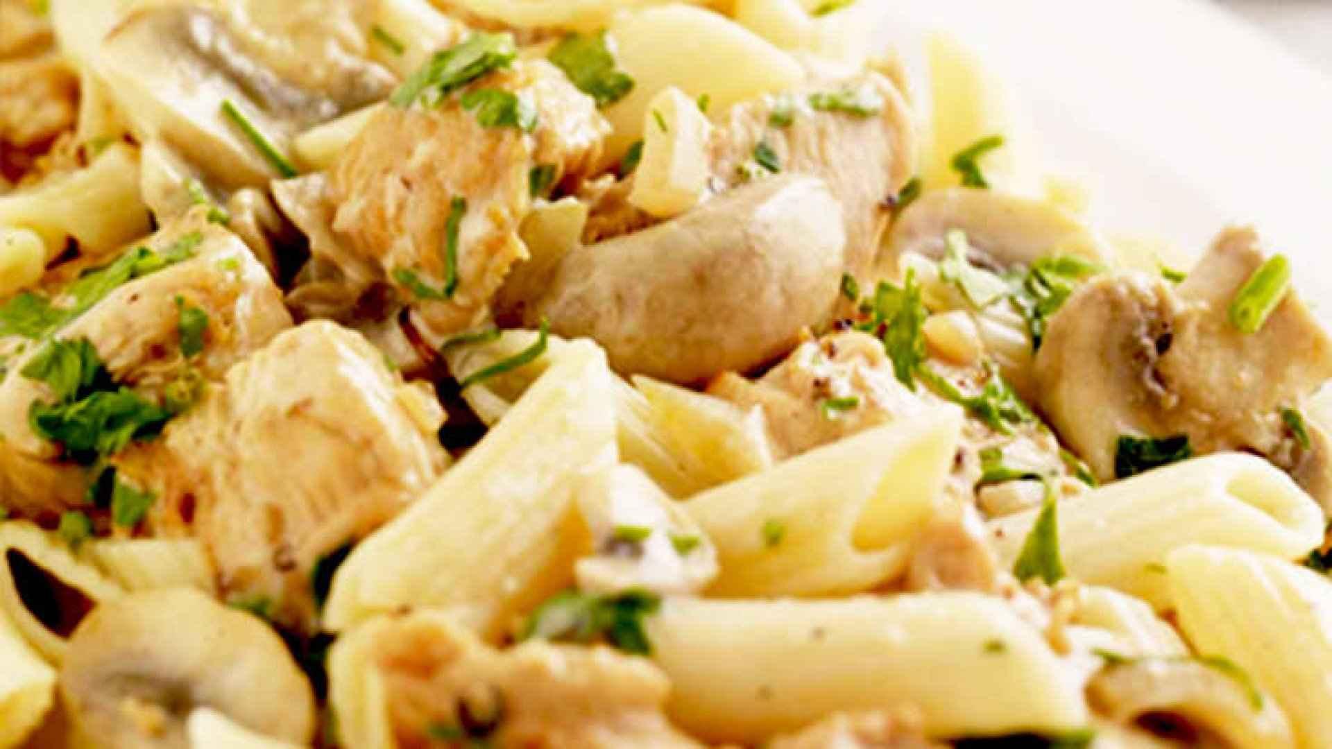Creamy chicken pasta with mushrooms