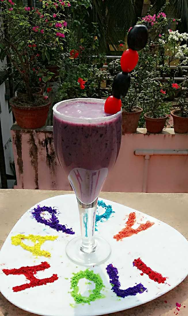 BLACK GRAPES AND CURD SMOOTHIE