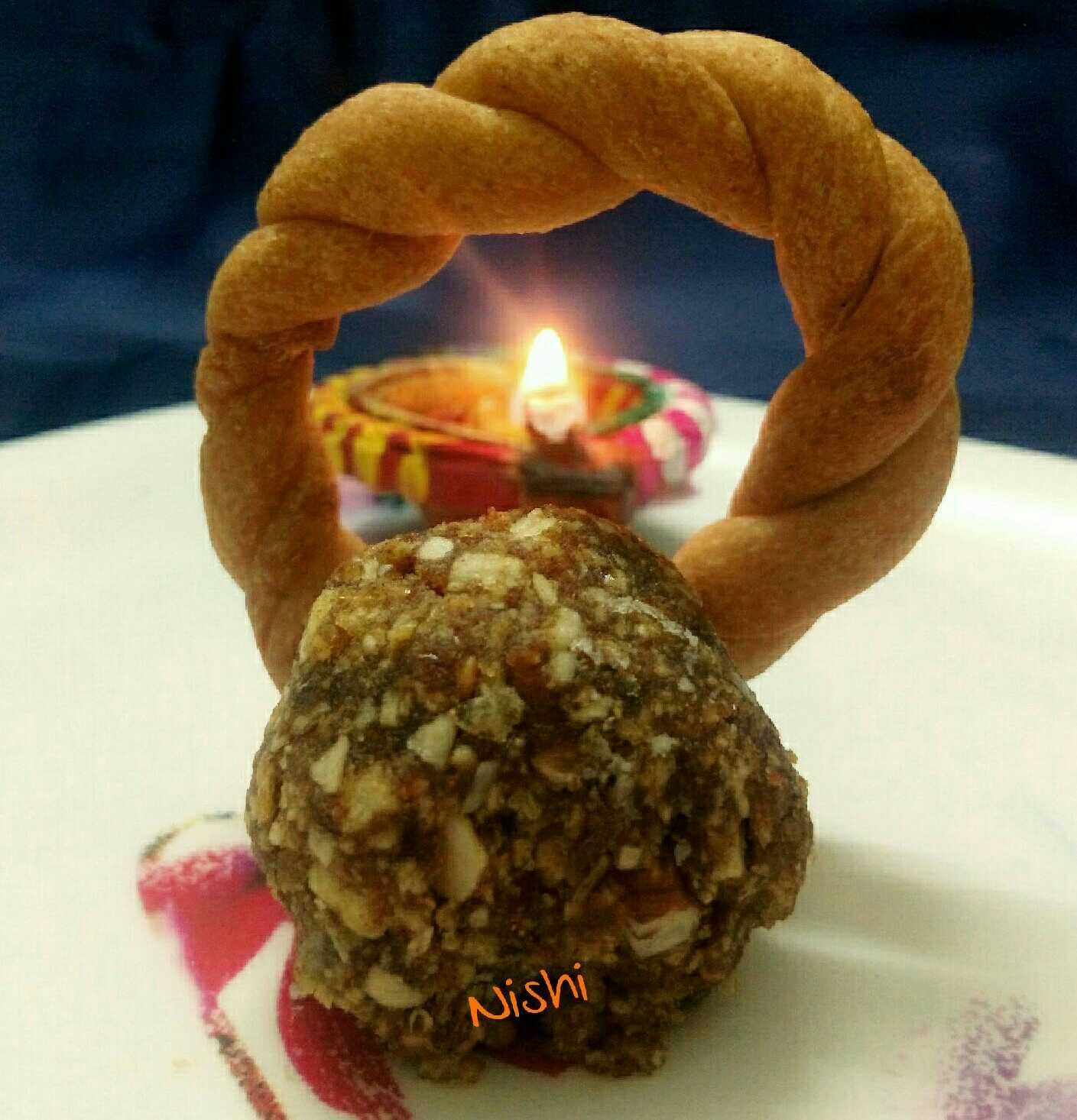 Dates And Waffers Laddoo