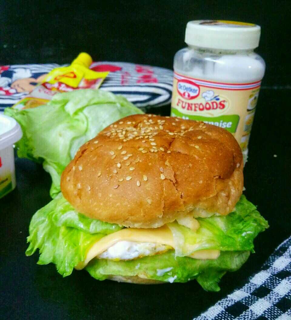 Homestyle Simple Egg Burger