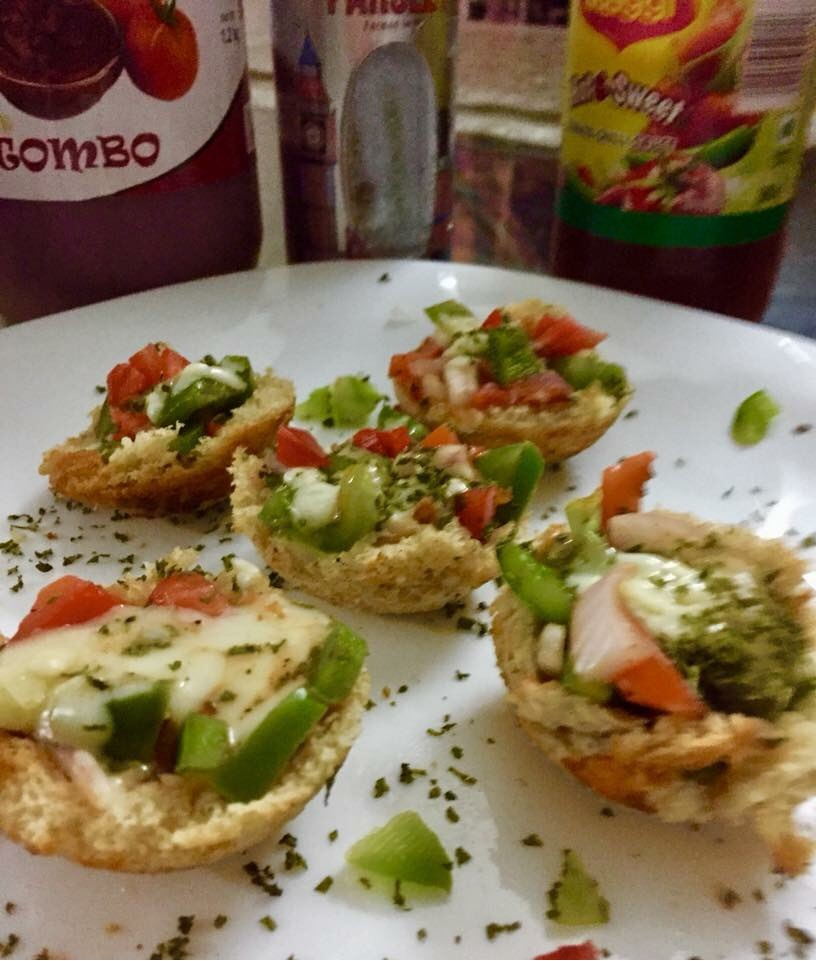 Bread pizza cups in appam pan