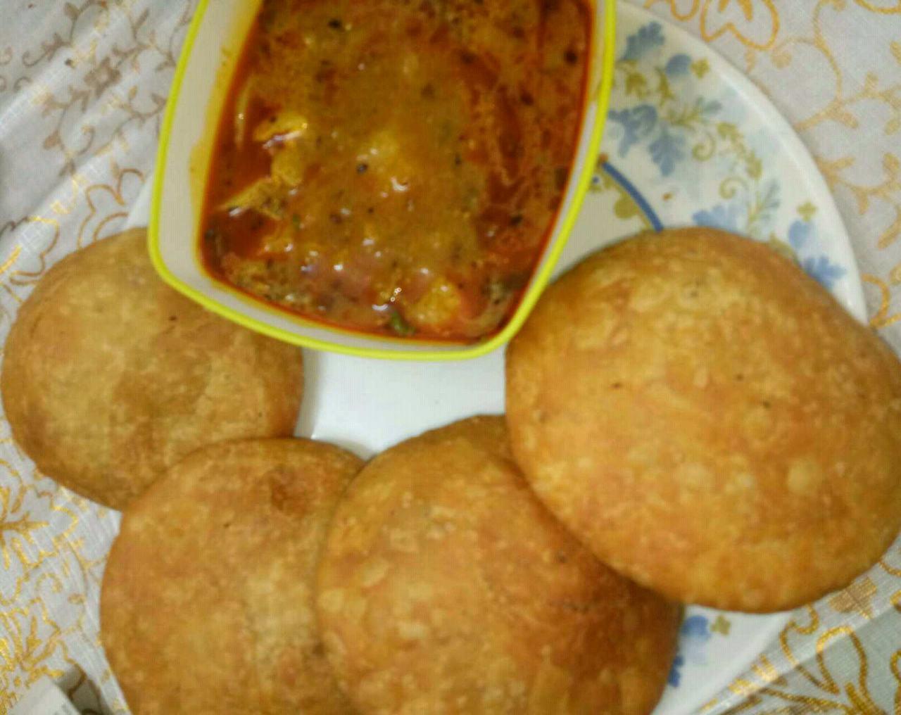 Kachori With Aalu Sabji