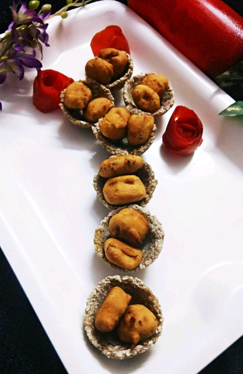 Daliya Canapes with Mango Fritters