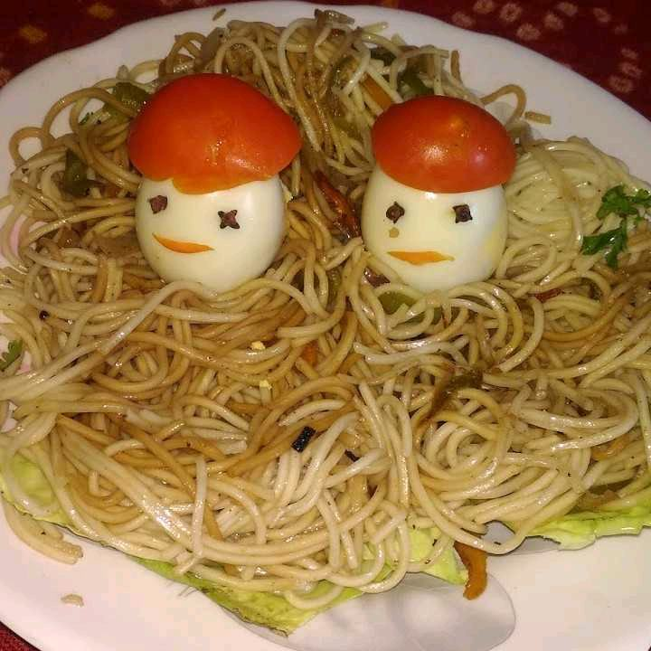 Garlic Noodles With Boiled Eggs