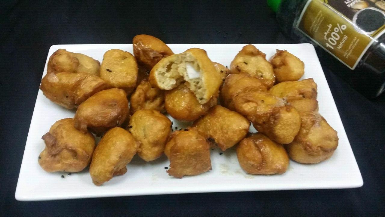 Hyderabadi Meethe Gulgule/Indian Mini Doughnuts/Sweet Fritters