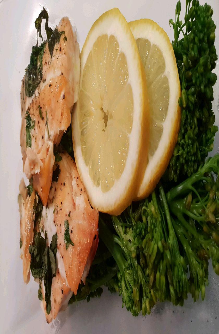 Salmon With Broccoli 350 Calories