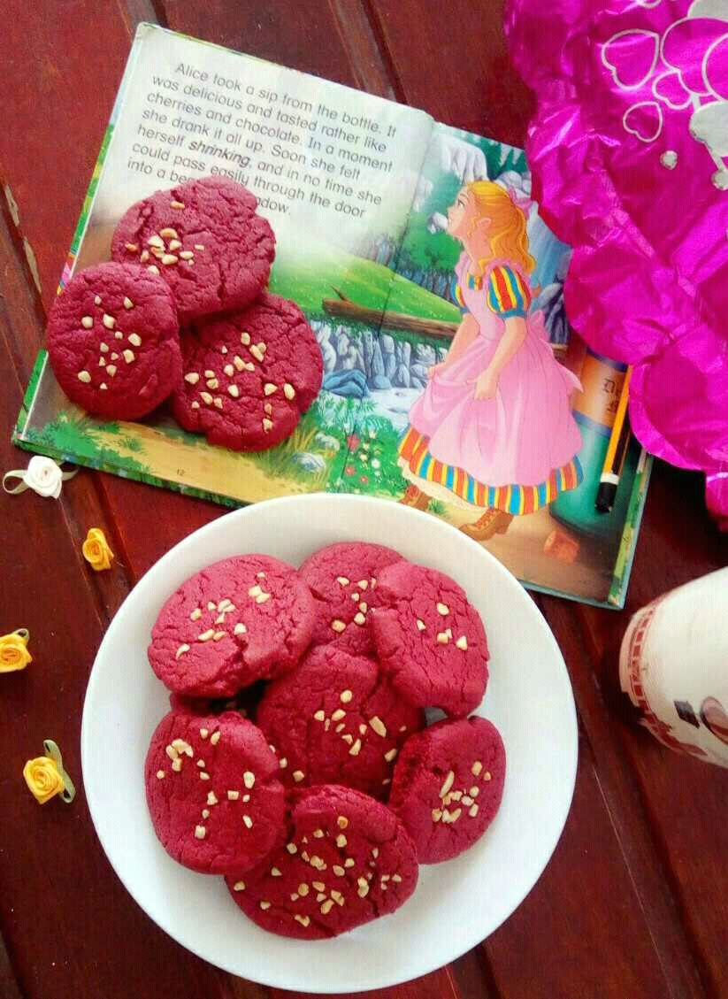Red velvet chocolate cookies