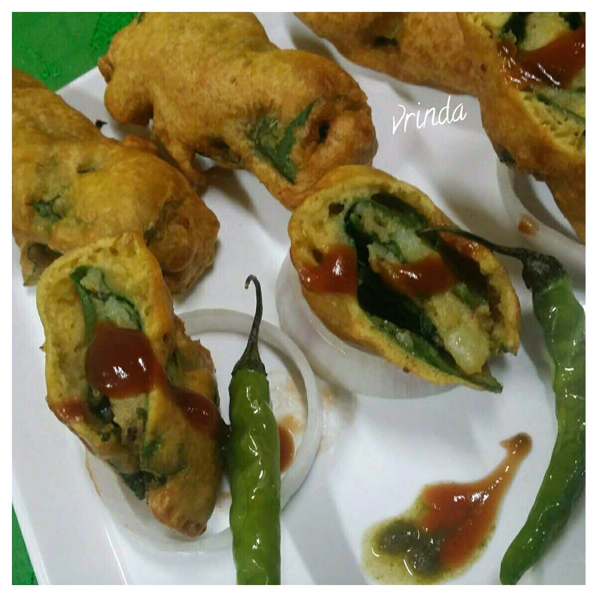 STUFFED SPINACH ROLL MIRCHI VADA