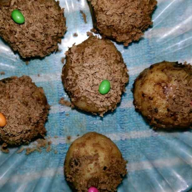 THIS MOUTH WATERING CHOCOLATE LADDOO CAN MAKE ANY CHILD'S DAY!