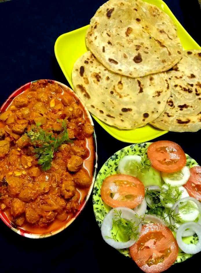 Spicy Soya Korma With Lachha Prantha