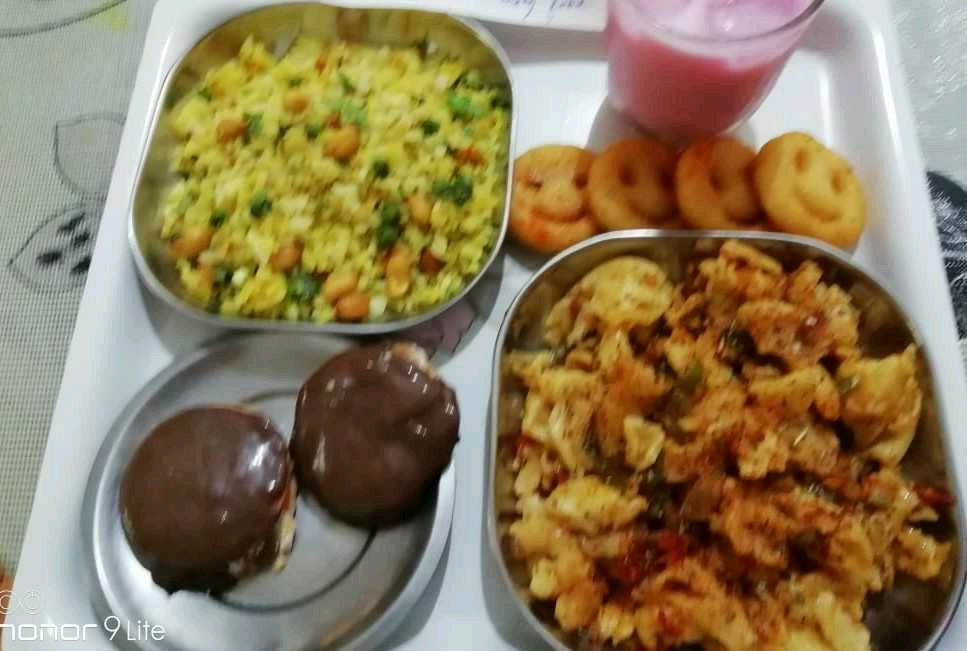 Healthy Poha,Pasta Mix Veg,Home Made Choco Pie,Roohafza Shake,Smilies(Store Brought)