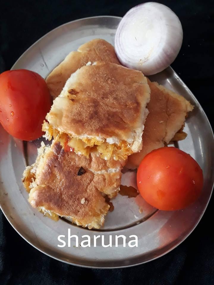 Tomato onion sandwich