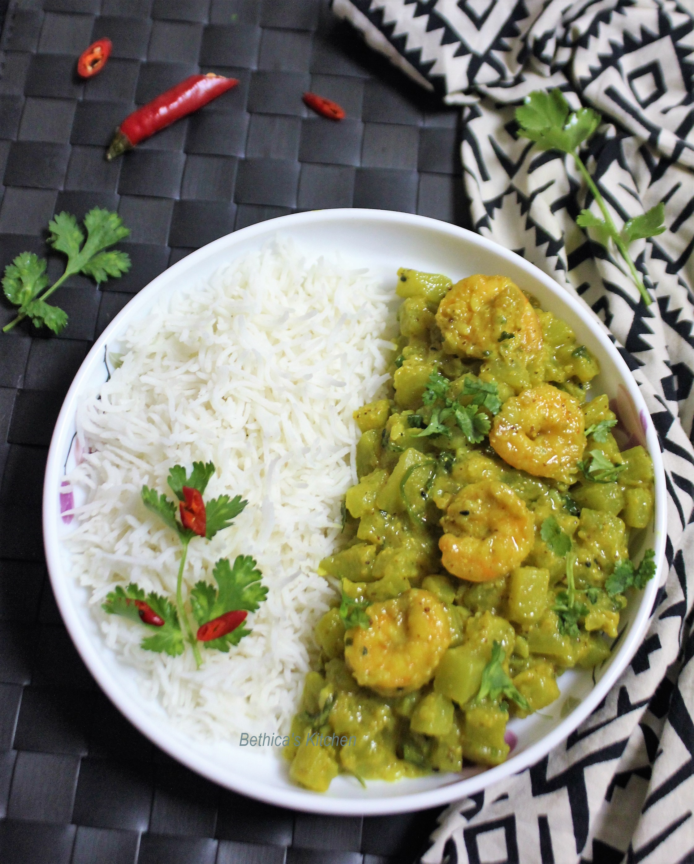 Lau Shorshe Chingri (Bottle Gourd Curry cooked with Prawns & Mustard Paste - Bengali Style)