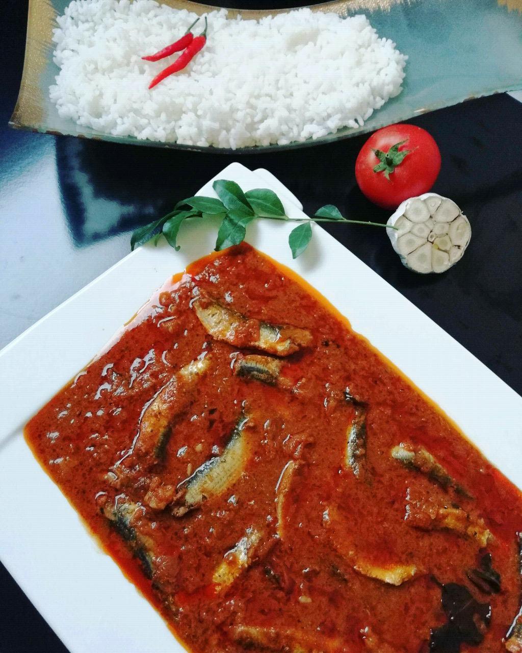 Mathi Milagum Puzhiyum(Sardines Chilli Tamarind  curry )