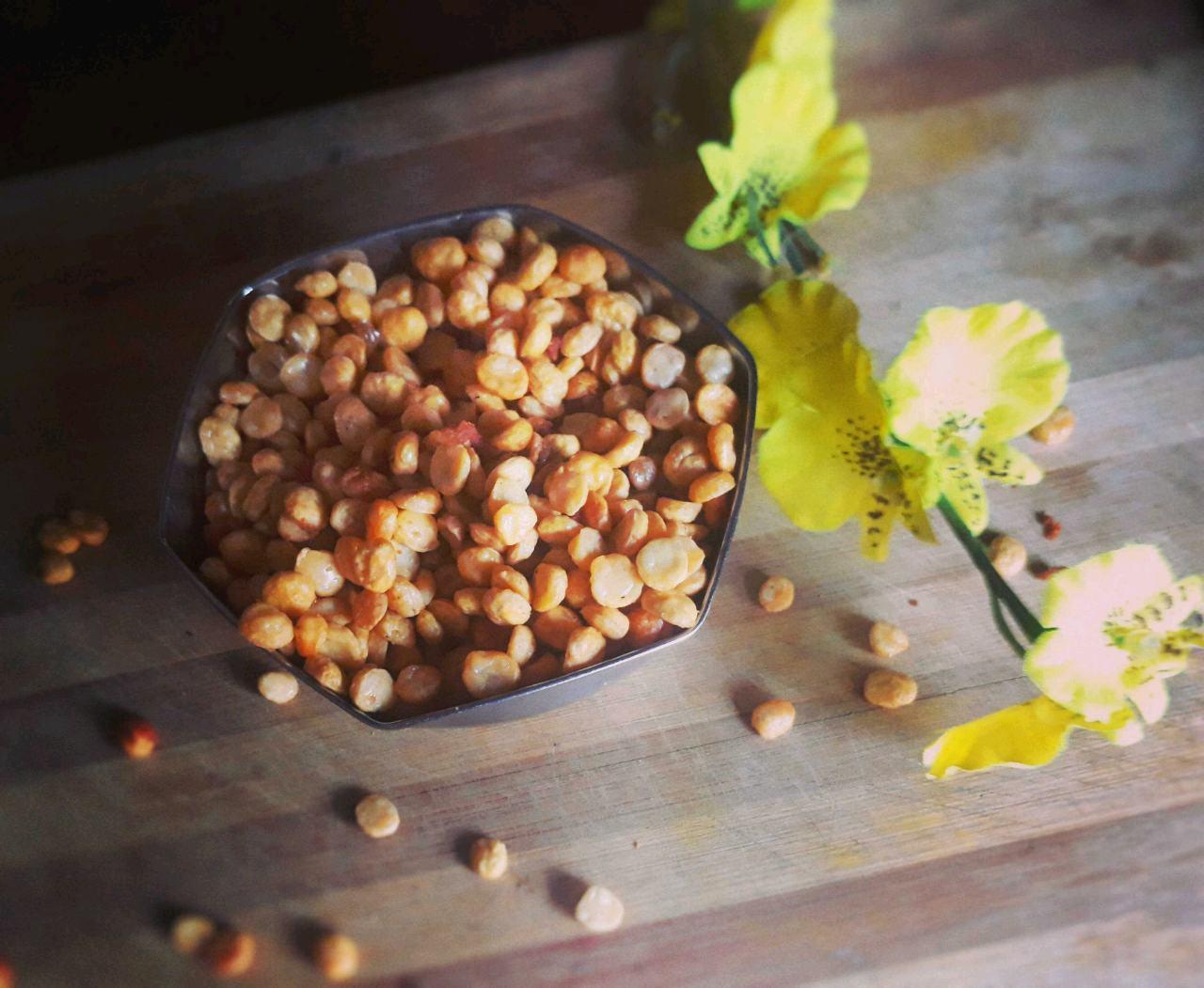 Diwali Faral: Fried Garlicky Chana Daal