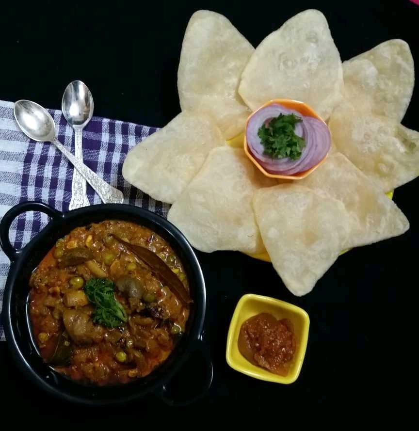Khatta Mitha Mushroom With Poori