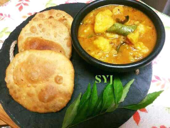 Dum Aloo With Dal Kachori