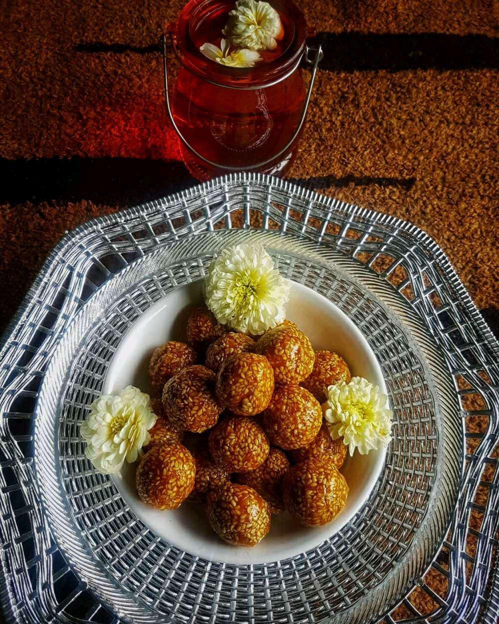 Til Ladoo / White Sesame Seed Balls
