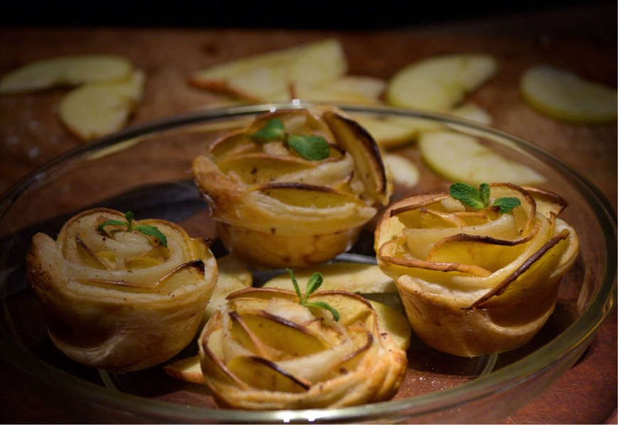 3-ingredient Apple & Cinnamon 'Rose Tarts'!