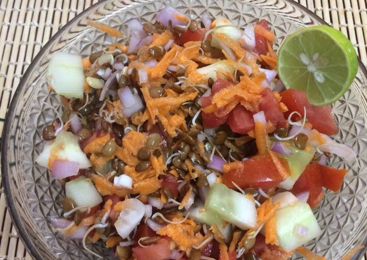 Sprouts salad of horse gram and veggies