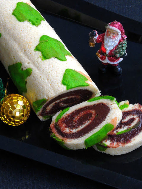 Christmas Tree Patterned Swiss Roll Cake