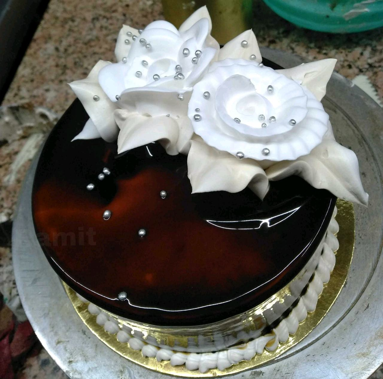 Eggless Chocolate glazed cake