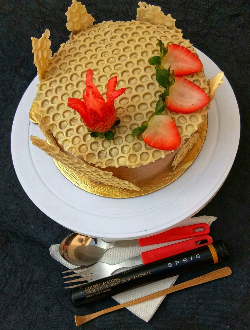 Golden Matcha Cake With Honey Comb