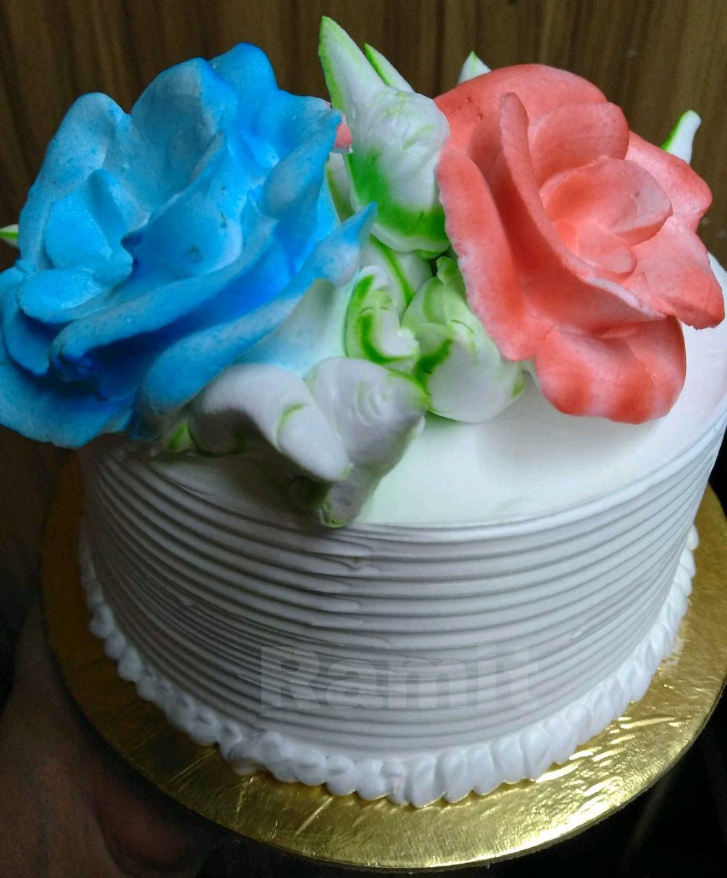 Vanilla Cake  (Frosting Iced Cake)