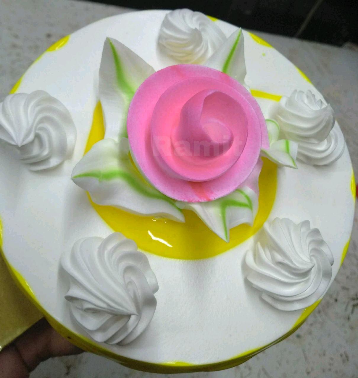 Vanilla Sponge Frosting Cake