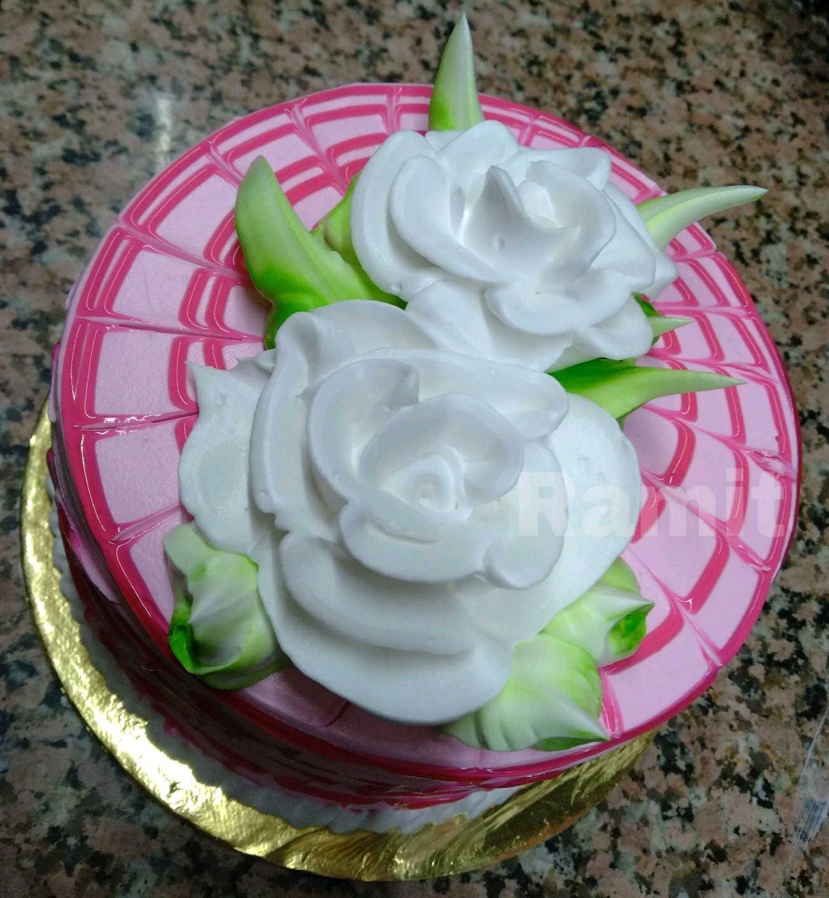 Glazed Strawberry Cake