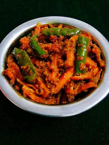 Gajar Mirchi Instant Achaar (Carrot And Green Chilly Instant Pickle)
