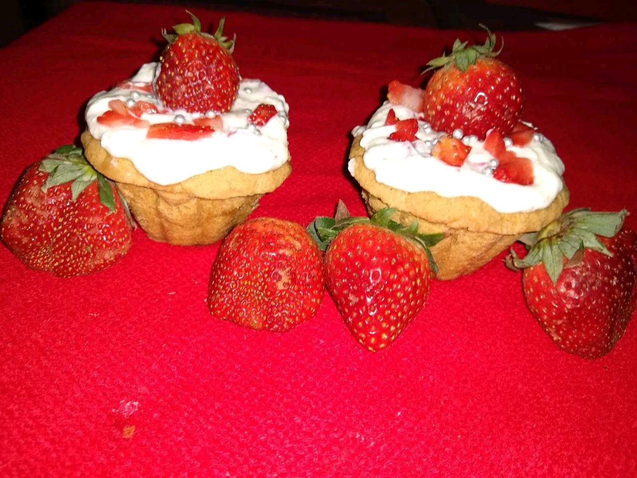 Strawberry Fruit Cream In Biscuits Tart