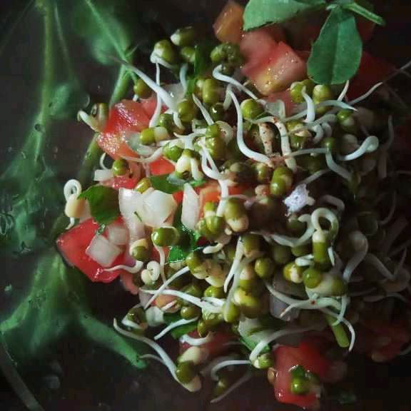 Moong And Fenugreek Gholana Salad