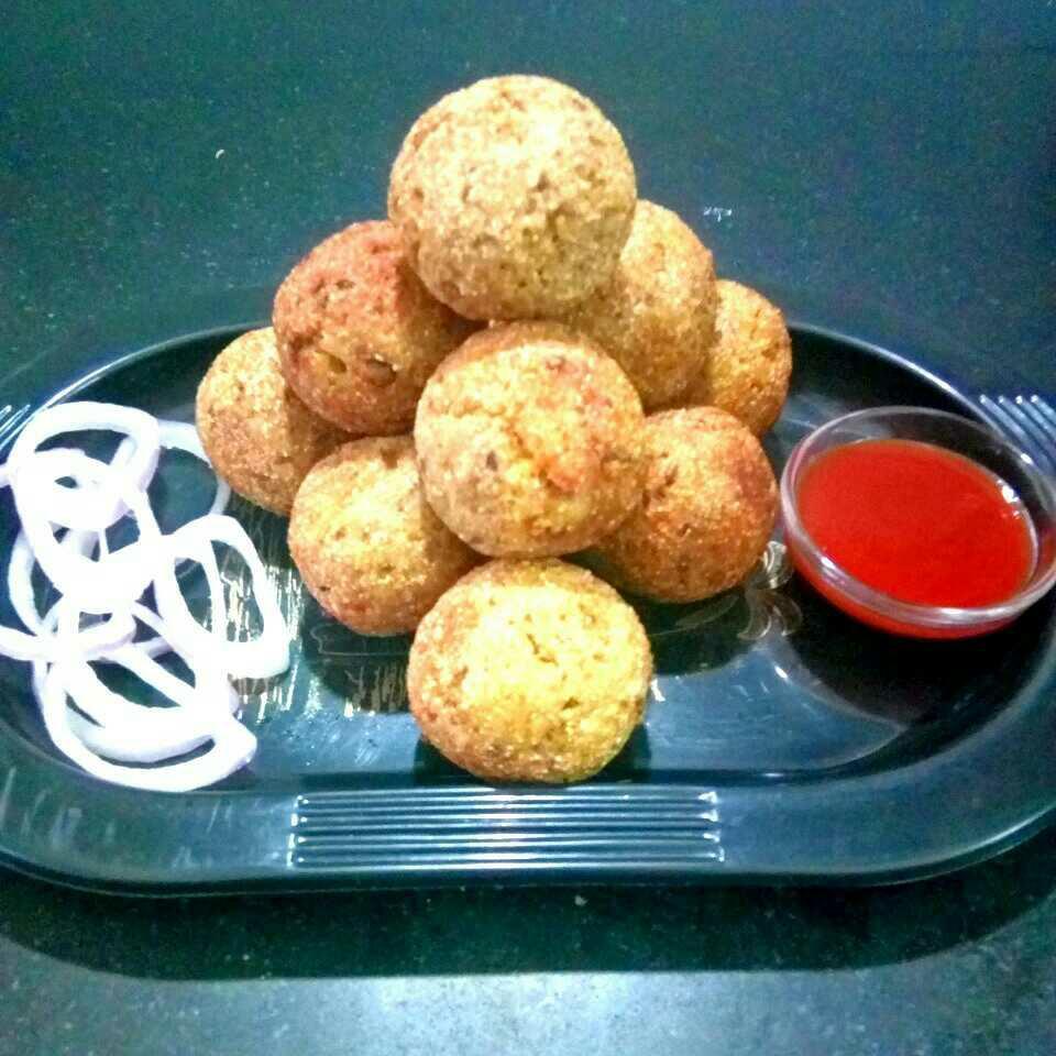 Cheesy rice and dal balls