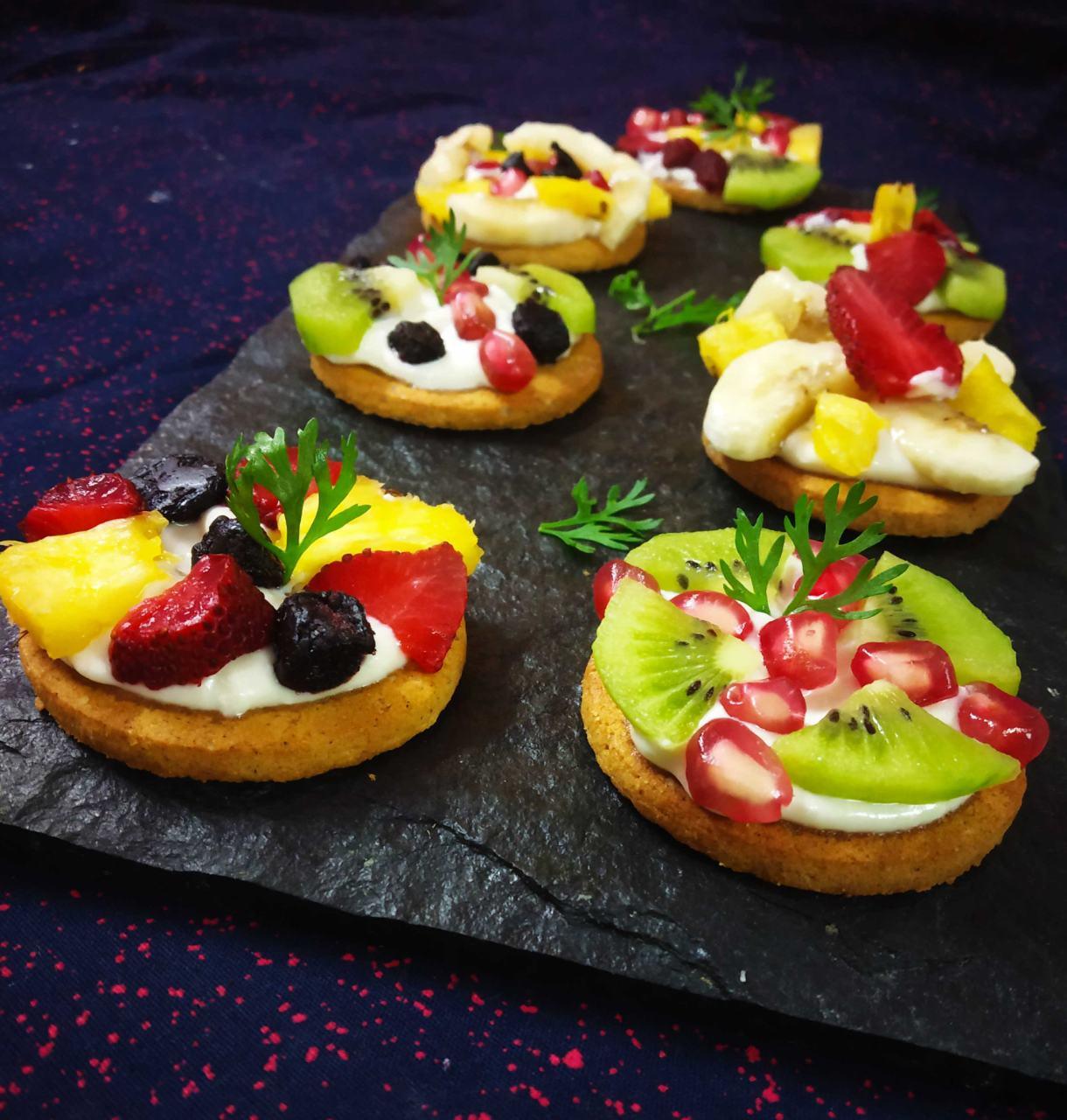 Mini Fruit Biscuit Pizza's