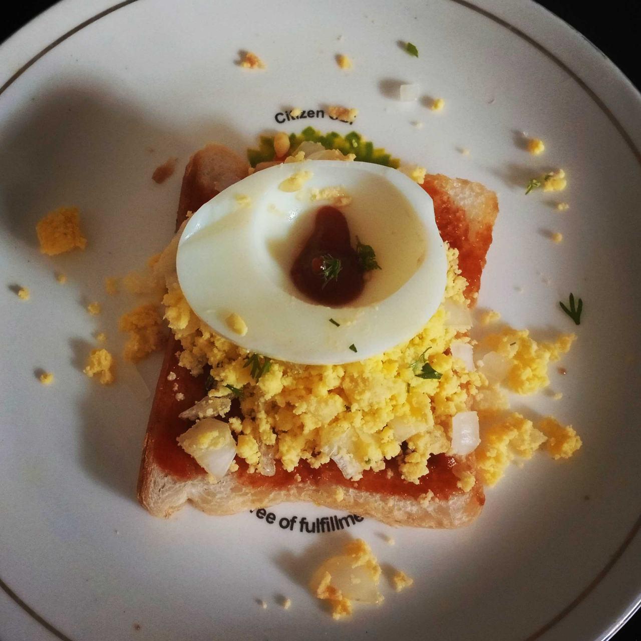 Simple Egg Yolk Sandwich