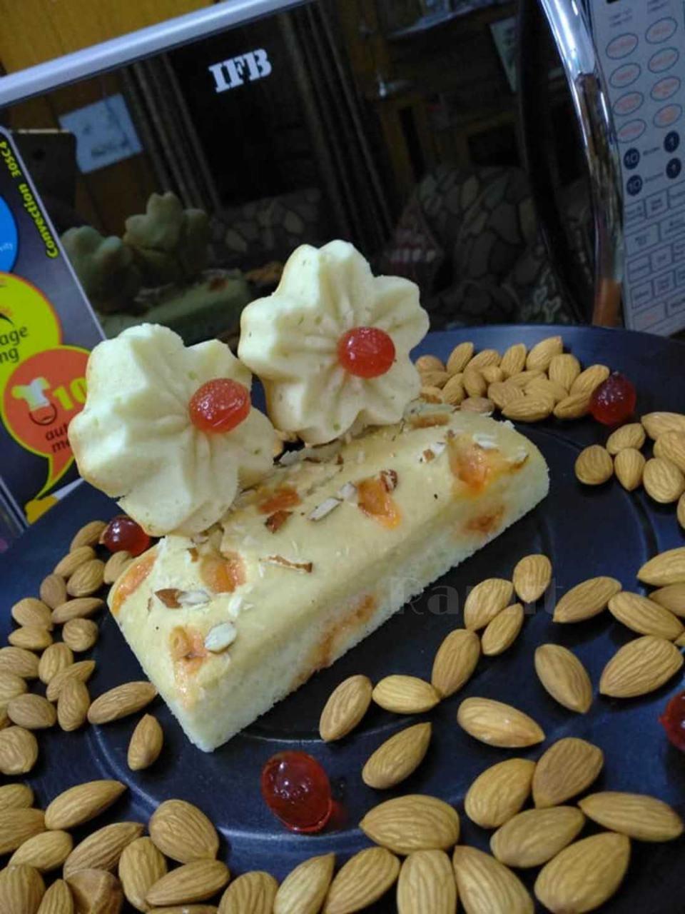 Peanut Butter Scrumptious Juzt Jelly Cake