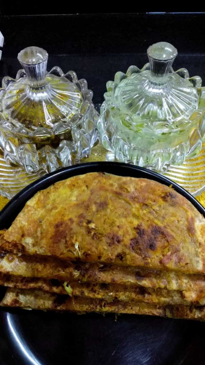 Cabbage Paratha With Mint Chutney