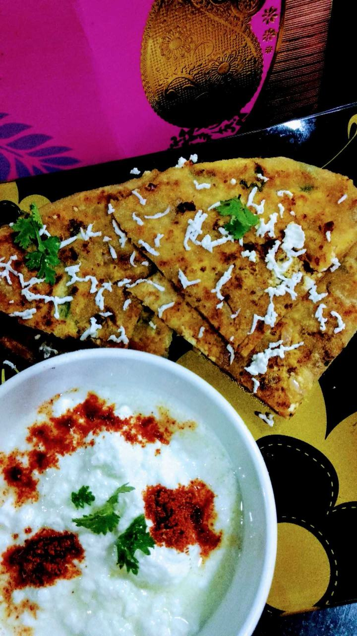 Paneer Paratha With Curd