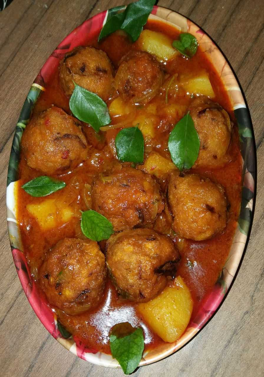 Masoor Dal Pakoda Curry